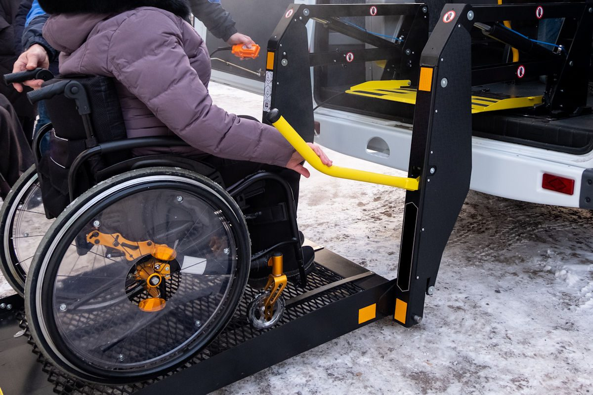 car hoist for wheelchairs